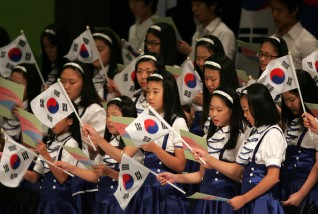 Students celebrate South Korea's Independence Day. Source: Zimbio
