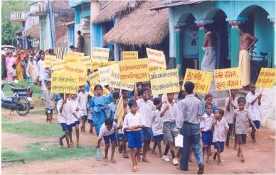 Children march for clean drinking water as part of the Indian Government's Total Sanitation Program. Source: UNICEF / Gov't of India