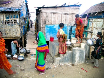 Women queueing to get access to the raised tube well in Dhaka, Bangladesh. Source: Guardian Global Development