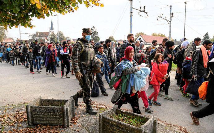 800px-slovenska_vojska_tudi_med_vikendom_v_velikem_c5a1tevilu_pri_podpori_policiji_01_b