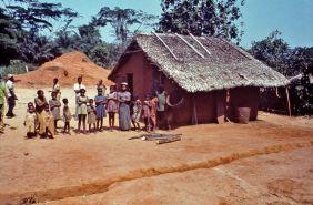 1280px-community_portrait_of_yambuku2c_zaire_-_1976